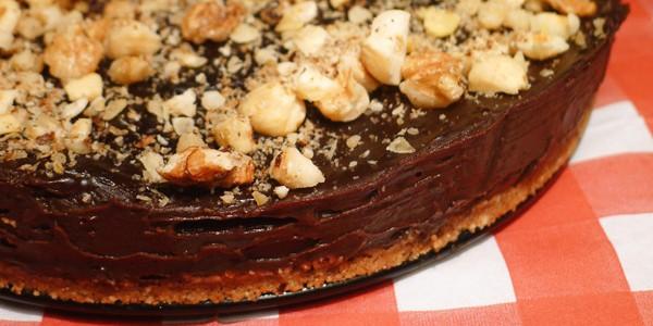 Çikolatalı ve Fındıklı Pasta