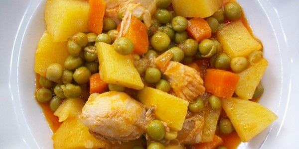 Bezelyeli Patatesli Tavuk Yemeği