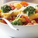 Brokoli ve domates soslu makarna