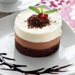 Üç çikolatalı kremalı pasta