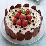Çilekli ve fındık kremalı pasta