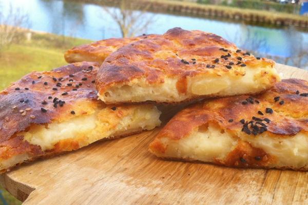 borek-tadinda-patatesten-dilim-ekmekler